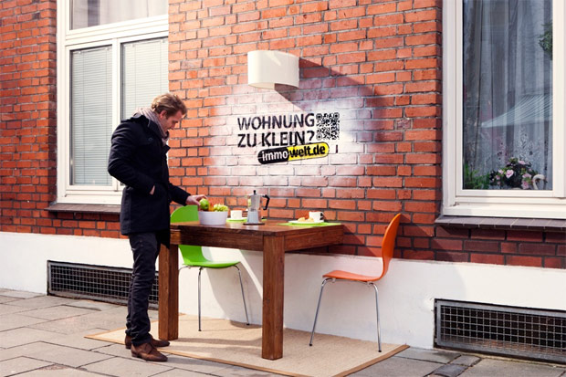 wohnung zu klein guerilla aktion 3d installation von in hamburg. Black Bedroom Furniture Sets. Home Design Ideas