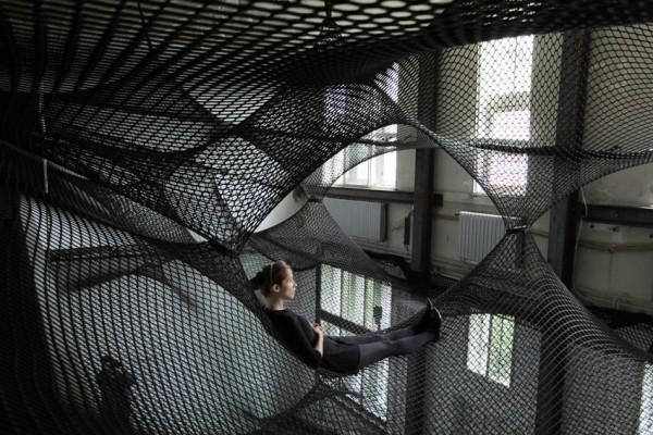 """Artikelbild für: Community Hängematte oder """"social sculpture"""" Net Z33"""
