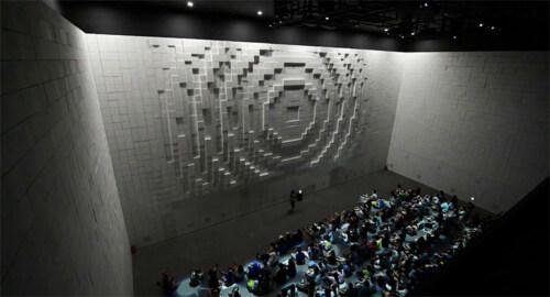 Artikelbild für: Analog Display & Installation aus hunderten von beweglichen Blöcken – Hyper Matrix