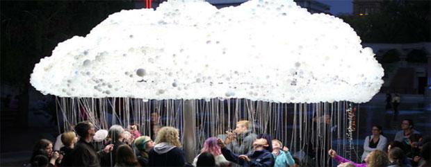 Artikelbild für: Cloud: interaktive Installation aus 6000 Glühbirnen