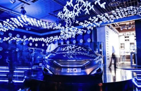 """Artikelbild für: Peugeot Installation in Paris """"emotion in motion"""""""
