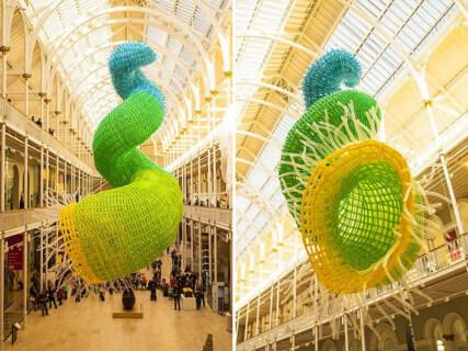Artikelbild für: Installation und Skulptur aus 10.000 Luftballons: Doppelhelix Pisces