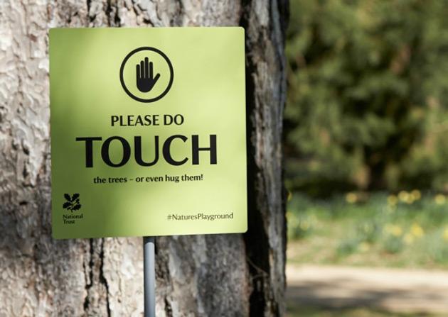 Artikelbild für: Schilder-Parodie: Achtung, Betreten der Grünflächen… erwünscht!