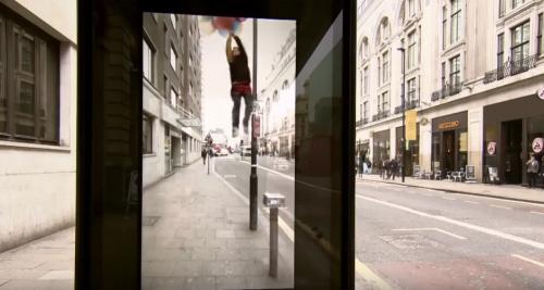 Artikelbild für: Augmented Reality Überraschung an einer Bushaltestelle