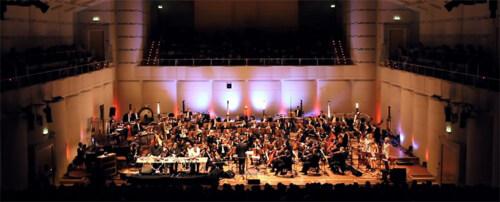 Artikelbild für: Musikalische Eventinszenierung – ohne große, bunte Show: Super Flu mit den Dortmunder Philharmonikern