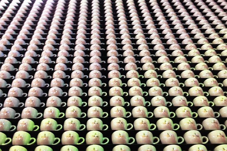 Artikelbild für: 7.600 Kaffeetassen als Projektionsfläche: Dallmayr Messedesign auf der Internorga