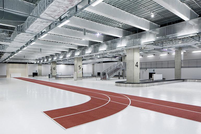 raumdesign-tokyo-flughafen-leitsystem-olympia-laufbahnen3