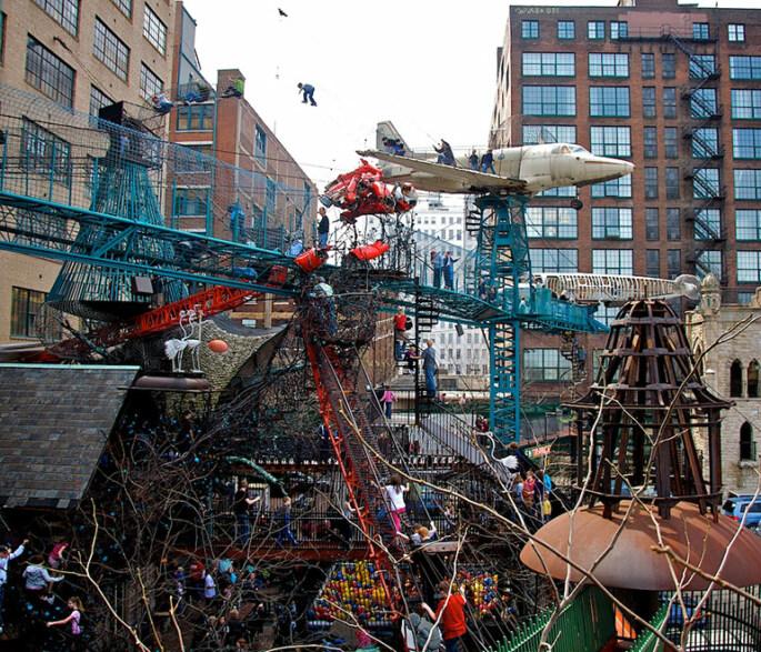 Artikelbild für: Unglaubliche Spiel- & Fantasiewelt, erbaut von Künstlern aus recycleten Materialien –  City Museum in St. Louis