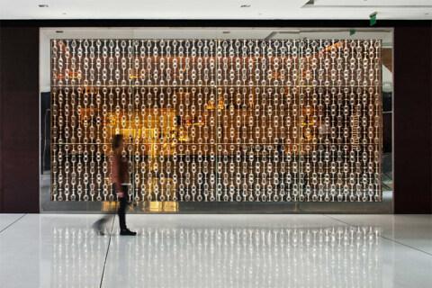 Artikelbild für: Raum- & Eventdesign aus 950 Weingläsern: Restaurant-Gestaltung von Carbondale