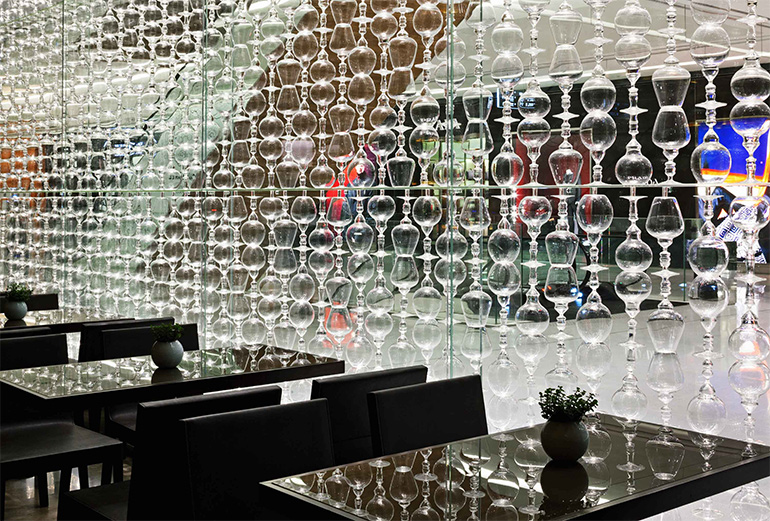 raum eventdesign aus 950 weingl sern restaurant. Black Bedroom Furniture Sets. Home Design Ideas