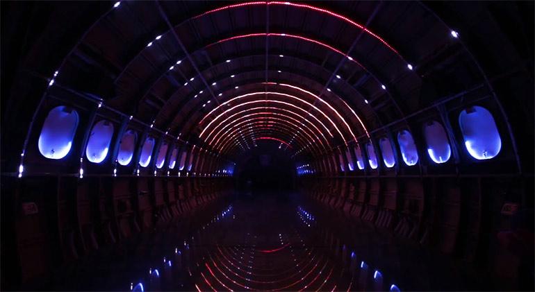 Artikelbild für: Audiovisuelle Installation in einem Flugzeug: Porta Estel·lar – eine Reise zu den Sternen