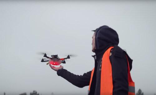 Artikelbild für: Lichtshow & Choreografie aus 100 Drohnen: Drone 100