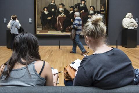 Artikelbild für: Ungeteilte Aufmerksamkeit von Besuchern gewinnen: #Startdrawing Aktion im Rijksmuseum