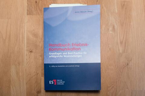 """Artikelbild für: """"Handbuch Erlebnis-Kommunikation"""" – Rezension & Blick ins Buch: Was macht die re:publica anders?"""
