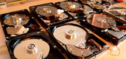 Artikelbild für: Computer Hardware Orchester: Musik von 2 Scannern, 8 Festplatten und 64 Diskettenlaufwerken