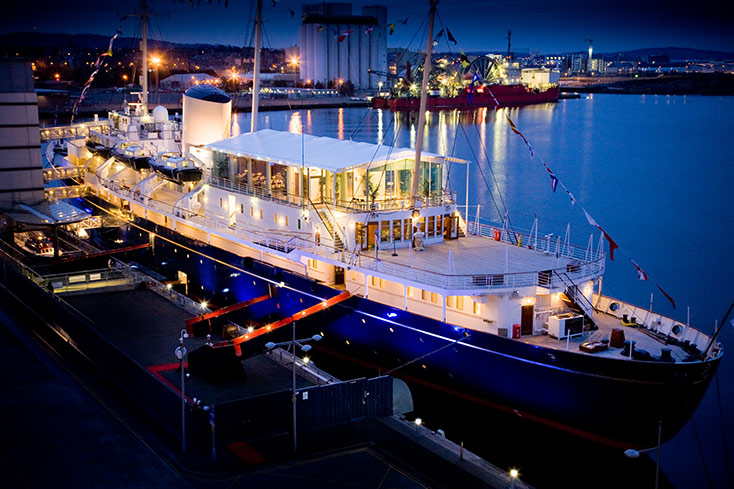 britannia-bei-nacht_copyright-royal-yacht-britannia