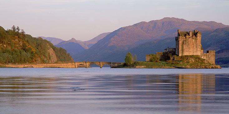 eilean-donan-castle-on-loch-duich-highlands-of-scotland_copyright-p-tomkins-visitscotland