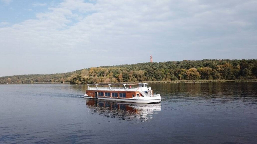 Artikelbild für: Nachhaltiger Location-Tipp: das Solar-Hybride Seminarschiff