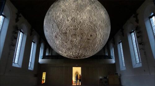 """Artikelbild für: Faszination Mond: """"Museum of the Moon"""" von Luke Jerram"""