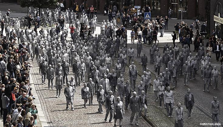 Artikelbild für: Protest Performance zum G20 Gipfel in Hamburg: 1000 Gestalten