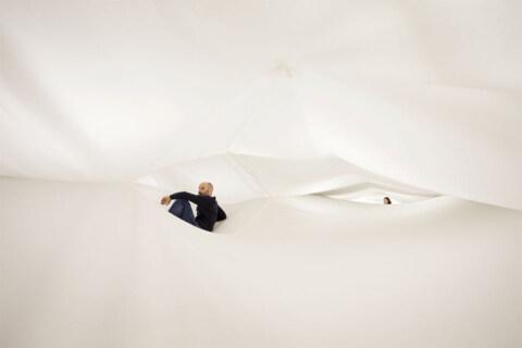 """Artikelbild für: Visuelles Vakuum als Raumerlebnis – Installation """"Void"""" von Numen/For Use"""