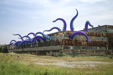 """Artikelbild für: Inflatable Art Attacks: """"Sea Monsters HERE"""" von Filthy Luker"""