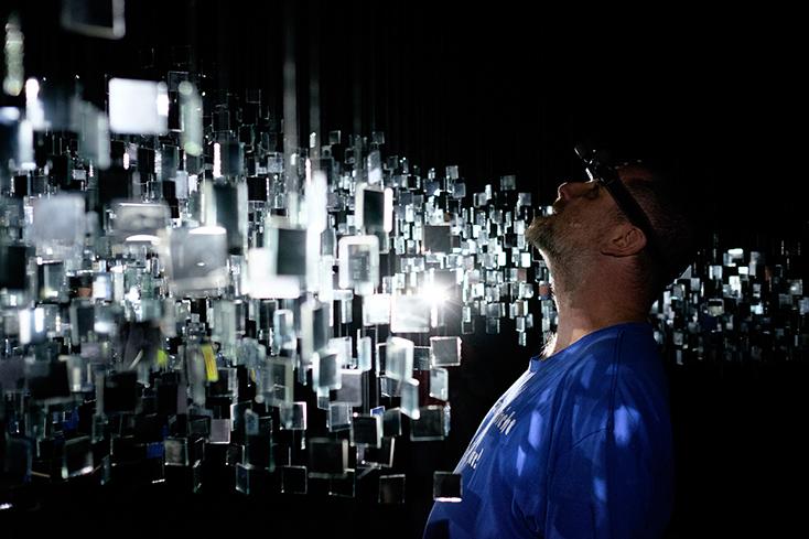"""Artikelbild für: Analog & interaktiv: Lichtskulptur """"Points of View"""""""