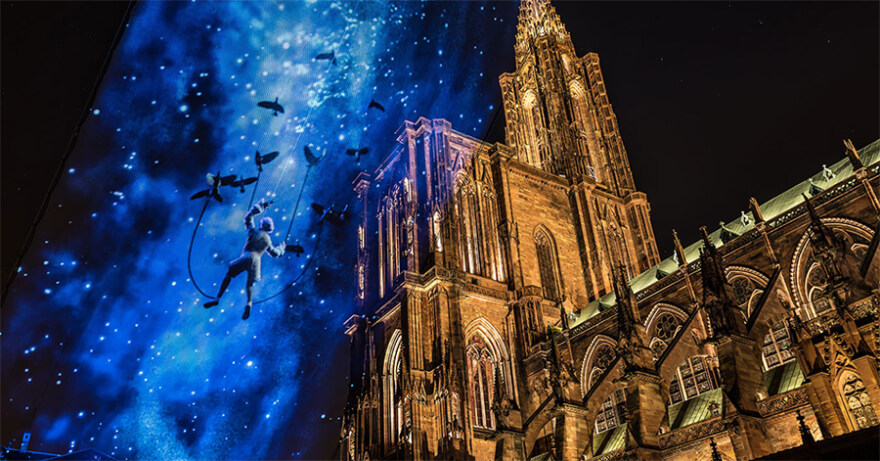 """Artikelbild für: Projection Mapping am Himmel: """"La flèche dans les nuages"""" in Straßburg"""