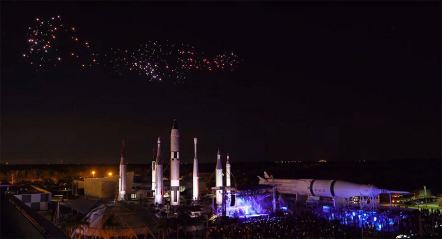 Artikelbild für: 50 Jahre Mondlandung: Drohnen Performance mit Duran Duran