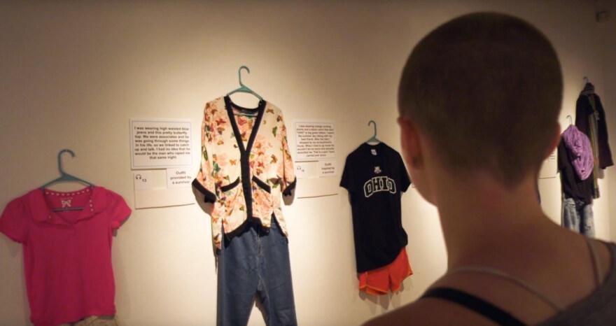 """Artikelbild für: Ausstellung """"What were you wearing"""" kämpft gegen Vorurteile und für Frauenrechte"""