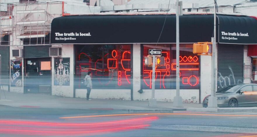 """Artikelbild für: Erlebbarer Journalismus: """"The Truth is Local"""" – Schaufenster-Installationen der New York Times"""