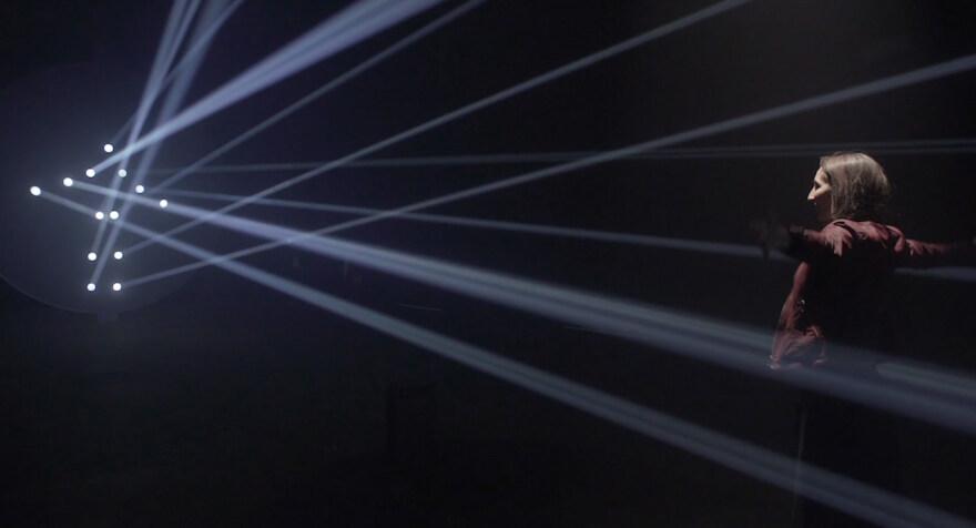 """Artikelbild für: Interaktive Licht-Installation: """"Bodies in Motion"""""""