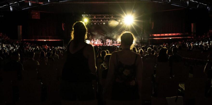 """Artikelbild für: Corona-Studie: Wie groß ist das Risiko von Konzerten & Veranstaltungen? – """"Restart-19"""" der Uni Halle"""