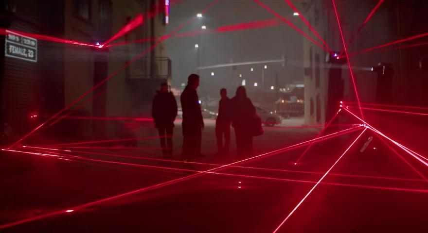 """Artikelbild für: Interaktive Straßen-Installation, die Waffengewalt emotional visualisiert: """"Most Dangerous Street"""""""