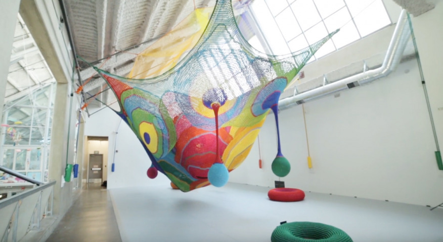 Artikelbild für: Gestrickte Spielplatz-Skulpturen für Kinder