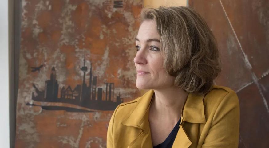 Foto von Kerstin Hoffmann-Wagner, die im Interview über Gleichberechtigung spricht