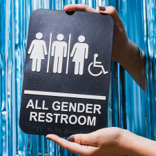 Symbolbild für Gleichberechtigung: Schild mit Icons von allen Geschlechtern und Menschen mit Behinderung