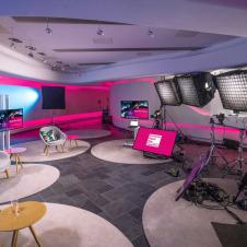 """Artikelbild für: Digitalevent mit vorproduzierten Inhalten & Live-Sessions: """"Accelerate Digital Now – Meet the Future"""""""