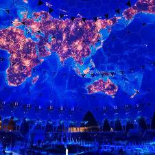 Kuppelprojektion der Welt während der Eröffnungsshow der Expo in Dubai